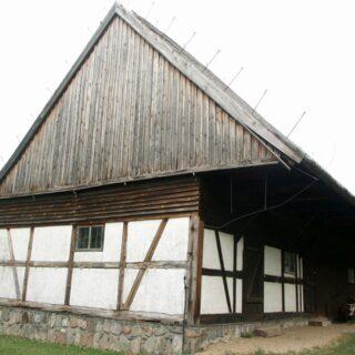 Budynek gospodarczy ze wsi Kwietniewo.