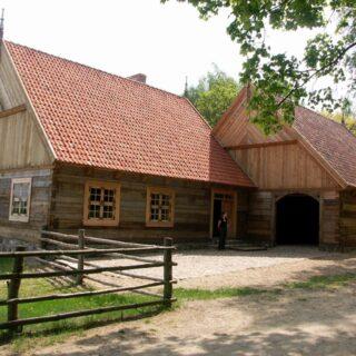 Zajazd ze wsi Małszewo.