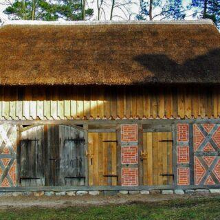 Budynek gospodarczy ze wsi Chojnik.