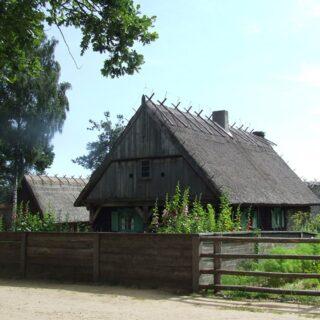 Chałupa ze wsi Gązwa.
