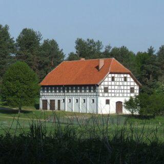 Stajnia z wozownią z zespołu pałacowo-parkowego w Prośnie.