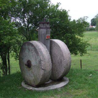 Gniotownik nasion oleistych ze wsi Nowy Młyn.