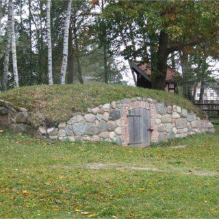 Piwnica ziemna ze wsi Małszewo.