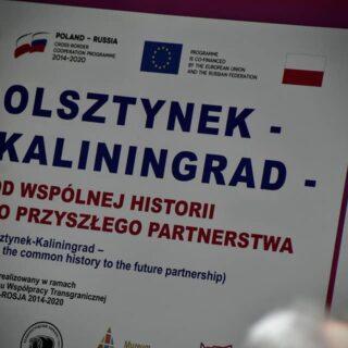 """Baner promujący konferencję dotyczącą projektu pt. """"Olsztynek-Kaliningrad – od wspólnej historii do przyszłego partnerstwa""""."""