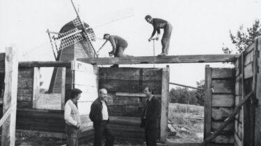 Budowa chałupy.