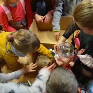 Zabawy dla dzieci - animacja prowadzona przez Hannę Banasiak.