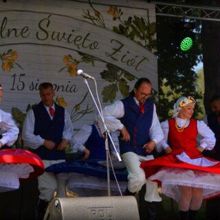 Występ zespołu ludowego podczas Regionalnego Święta Ziół 2019.