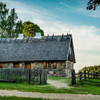Dom kamienny ze wsi Łutynowo.