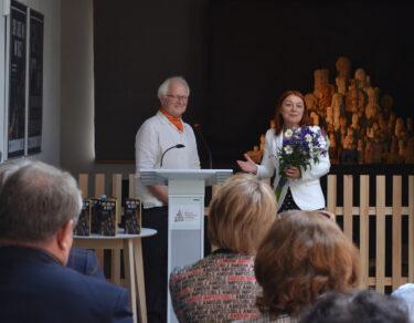 Dyrektor Muzeum wraz zautorem wystawy.