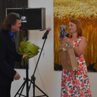 Na zdjęciu autor wystawy wraz z Dyrektorem Muzeum