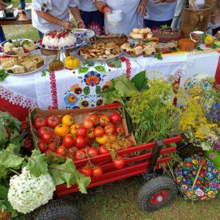 Stoiska kulinarne prezentowane podczas wydarzenia