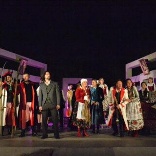 Występ aktorów podczas spektaklu
