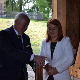 Marszałek oraz Dyrektor Muzeum podczas oficjalnego otwarcia nowego obiektu