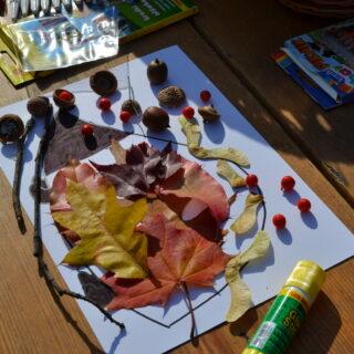 Jeż wykonany z liści podczas warsztatów plastycznych